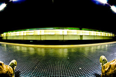Uh mamma guarda: un treno. (Stef(igno)) Tags: light green train underground foot lights metro fisheye explore 8mm metropolitana madewithcanon400d justforjoking
