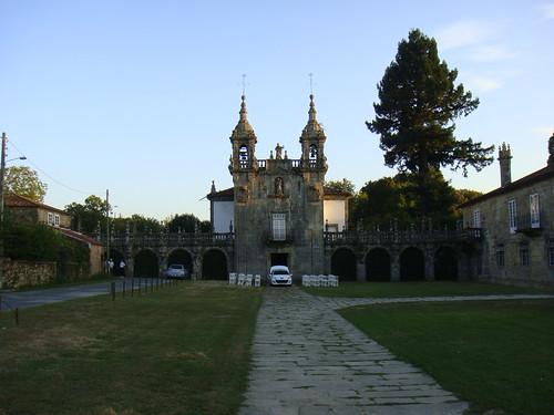 Iglesia anexa al pazo