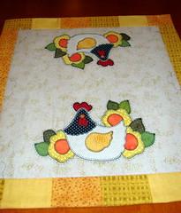 Minhas paxes! (EVANISE (DIDY)) Tags: quilt toalha patchwork mo galinhas riscos aplicao bordada florais