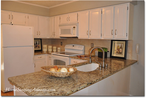 Home Staging Atlanta Kitchen After Picture