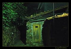 Postigo de arriba (Guijo Crdoba fotografa) Tags: street door espaa spain puerta nikond70s avila callejon castillayleon cuevasdelvalle barrancodelascincovillas guijocordoba