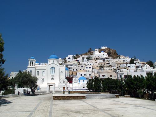 La Chora di Ios vista dalla piazza principale