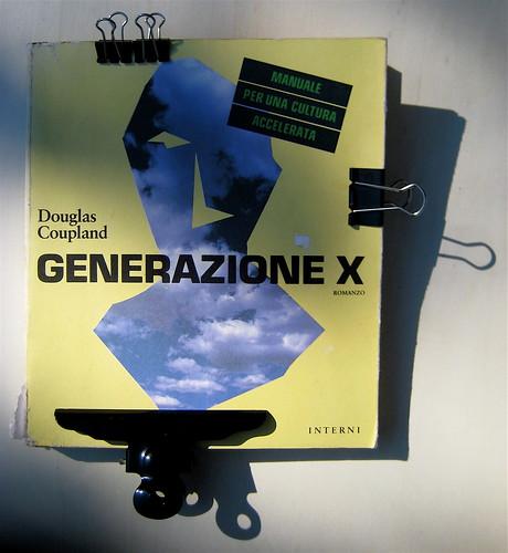 Generazione X, di Douglas Coupland, nella versione di Marco Pensante, Interno Giallo 1992, [responsabilità grafica non indicata], cop. (part.)