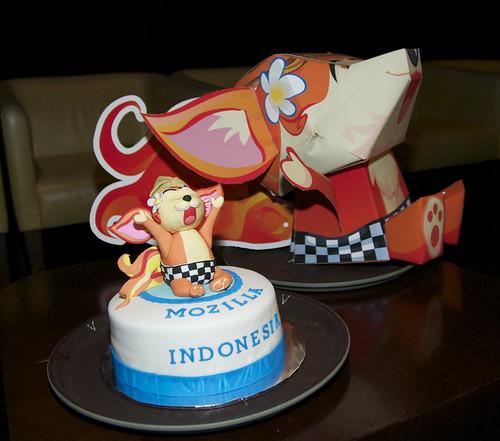 'Kumi' fox mascot, cake & papercraft