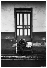 73-El umbral del dolor (Eugenio Garca.) Tags: door leica man casa pain puerta costarica homeless adobes ilford hombre dolor indigente umbral summitar escaz casadeadobes