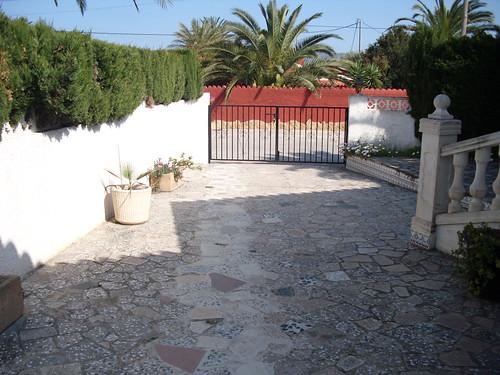 Gran zona de aparcamiento. Consulte precio a su inmobiliaria en Benidorm, Asegil www.inmobiliariabenidorm.com