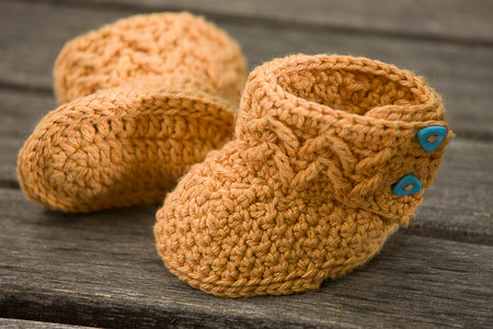 Molly's Mukluks free crochet pattern baby booties infant slippers shoes