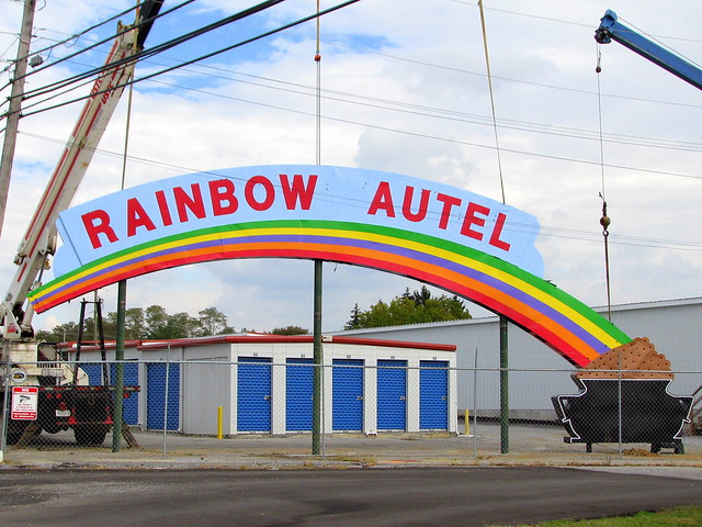 Rainbow Autel (motel) sign
