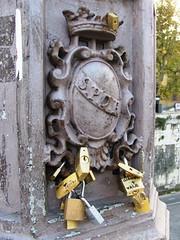 Bridge of love (Knoopjes) Tags: bridge rome love locks spqr ponscestius
