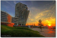 Unilever Haus (PhotoArt Hartmann) Tags: city sunset sun canon eos sonnenuntergang jan hamburg sigma haus 7d hh 1020mm hafen sonne hartmann photoart hdr elbe hafencity unilever hansestadt photomatix 3exp platinumphoto
