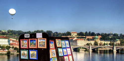 Art at the bridge. Prague. Arte en el puente. Praga