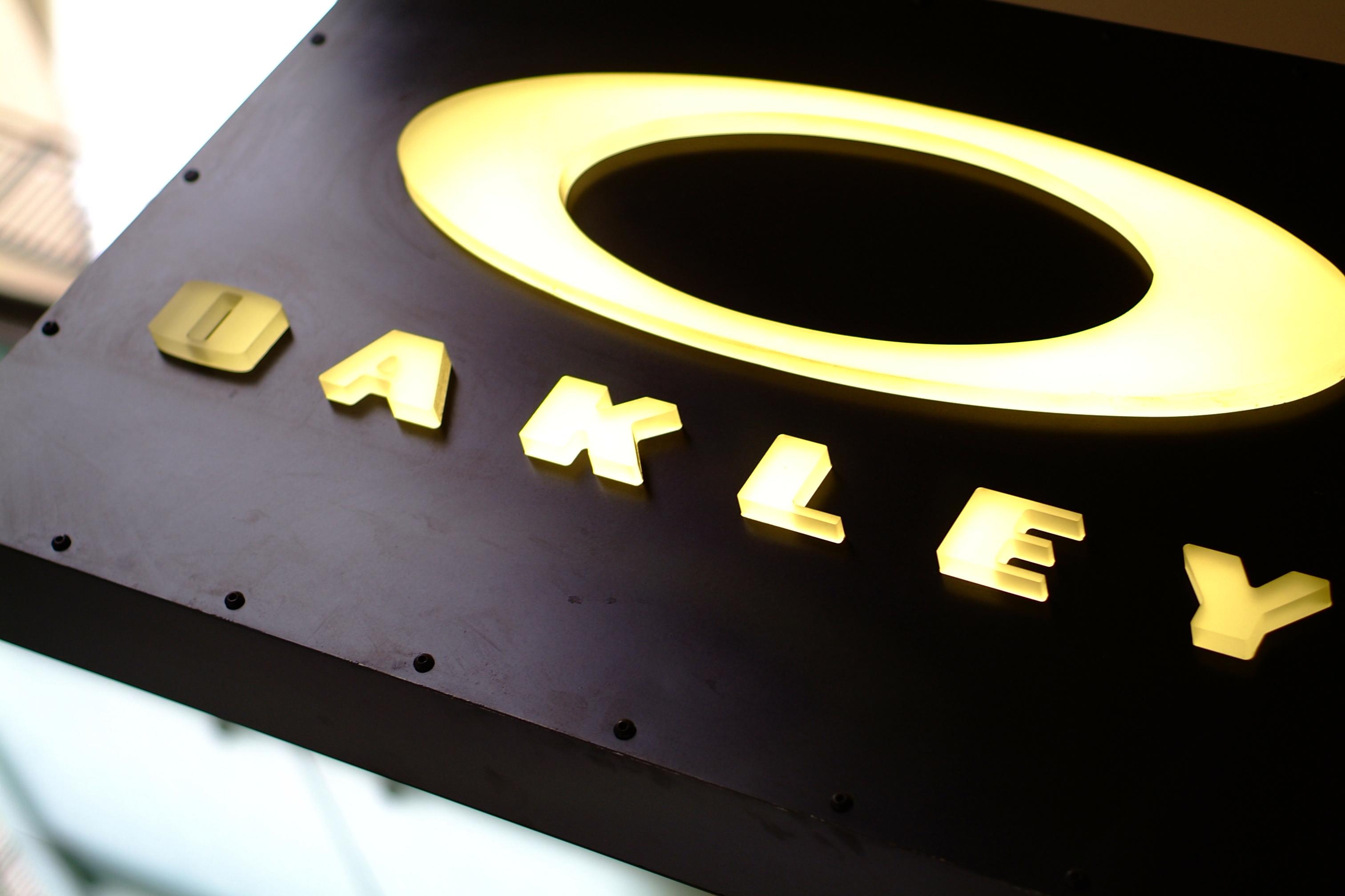 License Plate Holders >> Oakley Logo 1 Larger Image