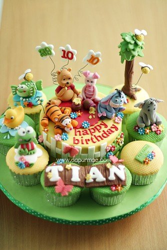 Winnie the Pooh Cake & Cupcakes