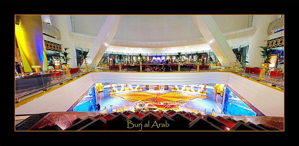 Panorama interior del hall del Hotel Burj al Arab
