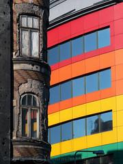 2005.10.09 Warszawa - Kontrasty (KasiaReisner) Tags: architecture praga contrasts warszawa kontrasty