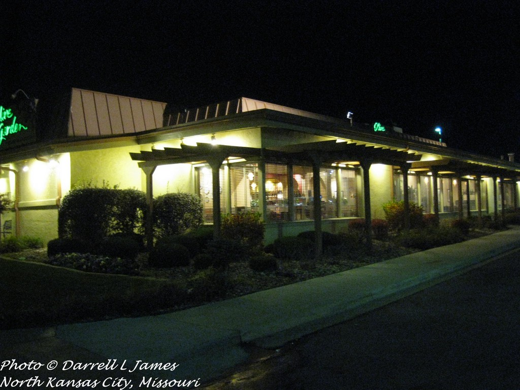 Olive Garden, Barry Rd, 3_wm (Retail Memories) Tags: North Mo Kansascity