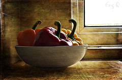 tri colors (EngQ) Tags: red stilllife orange texture yellow photography bell bowl poetic peppers layers eng nikond80 murmurings nikond5000 capsicym