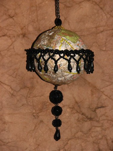 25 Days of Handmade Gifts & Ornaments - Decoupage Ornament 019