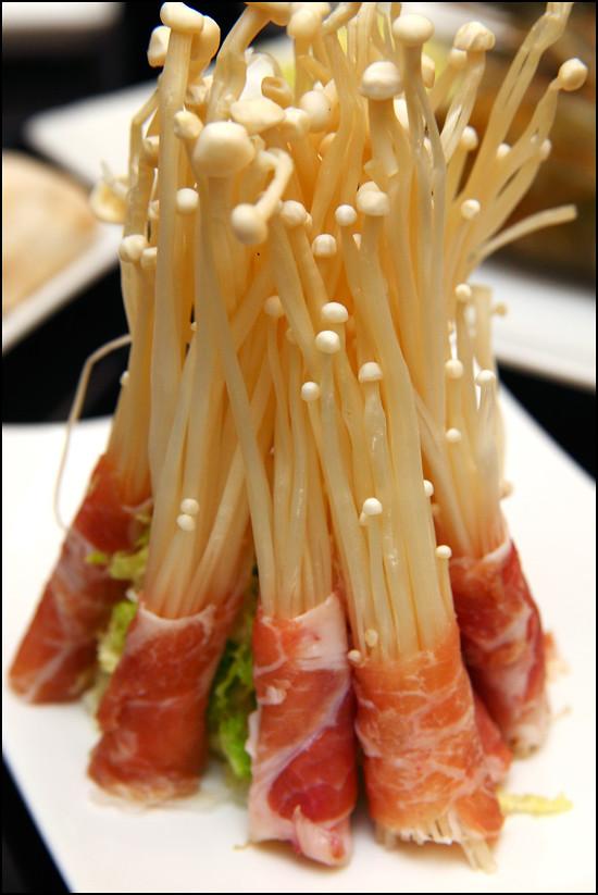 pork-roll-needle-mushroom