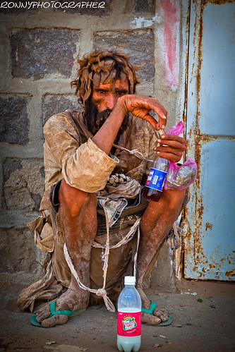 portrait of a poor man in Mokha-thiama-yemen by ronnyreportage