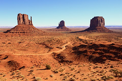 The Mittens - Monument Valley (sameermundkur) Tags: red utah desert redrocks monumentvalley mittens