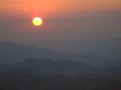 sol (J Miyagui) Tags: sunset sun minasgerais sol nature sunshine brasil natureza prdosol pedradesodomingos crregodobomjesus