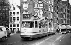 Amsterdam lijn 16 op de Westermarkt (railfan3) Tags: amsterdamsetram amsterdamtram tram amsterdam amsterdamse gvb gvba gemeente vervoers bedrijf lijn 16 westermarkt omleiding trams trolley dubbelgelede 683 gelede amsterdams werkspoor eerste gele omleidingen omleggingen diversion oude alt strassenbahnwagen strasenbahn 1971 gvb683