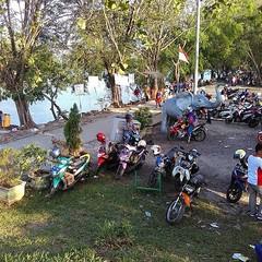 Antusias para pengunjung di danau tasikardi Minggu 2 juli 2017  Jangan lupa yah buang sampah pada tempat nya ✌ Ayo berwisata ke banten . #repost Photo by @angga_817 #liburan #tasikardi #holiday #serang #wisata #kotaserang #heritage #Banten #traveling #bac (kotaserang) Tags: ifttt instagram antusias para pengunjung di danau tasikardi minggu 2 juli 2017 jangan lupa yah buang sampah pada tempat nya ✌ ayo berwisata ke banten repost photo by angga817 liburan holiday serang wisata kotaserang heritage traveling backpackers indoenesia httpkotaserangcom