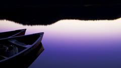 [フリー画像] 自然・風景, 湖・池, 夕日・夕焼け・日没, ボート・カヌー, パープル, 201102181300