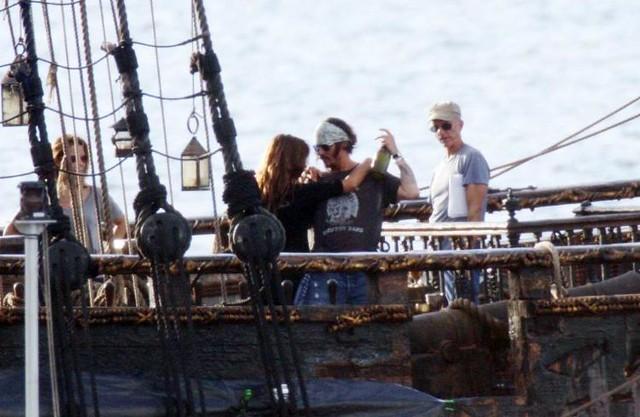Johnny Depp y Penélope Cruz en Piratas del Caribe 4