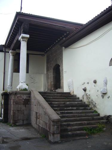 P1040864   Passage vers le tombeau d'Ahi Şerafeddin