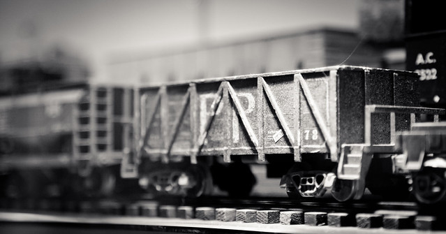 Model Train [EOS 5DMK2 | EF 24-105L@105mm | 1/60 s | f/4 | ISO800]
