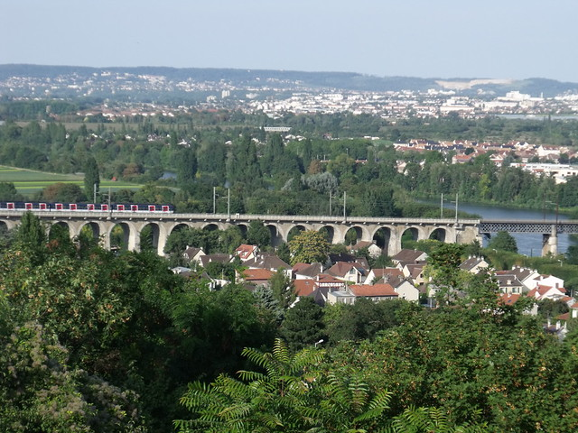 Railway bridge over Seine, Le Pecq / Saint-Germain-en-Laye (2010)