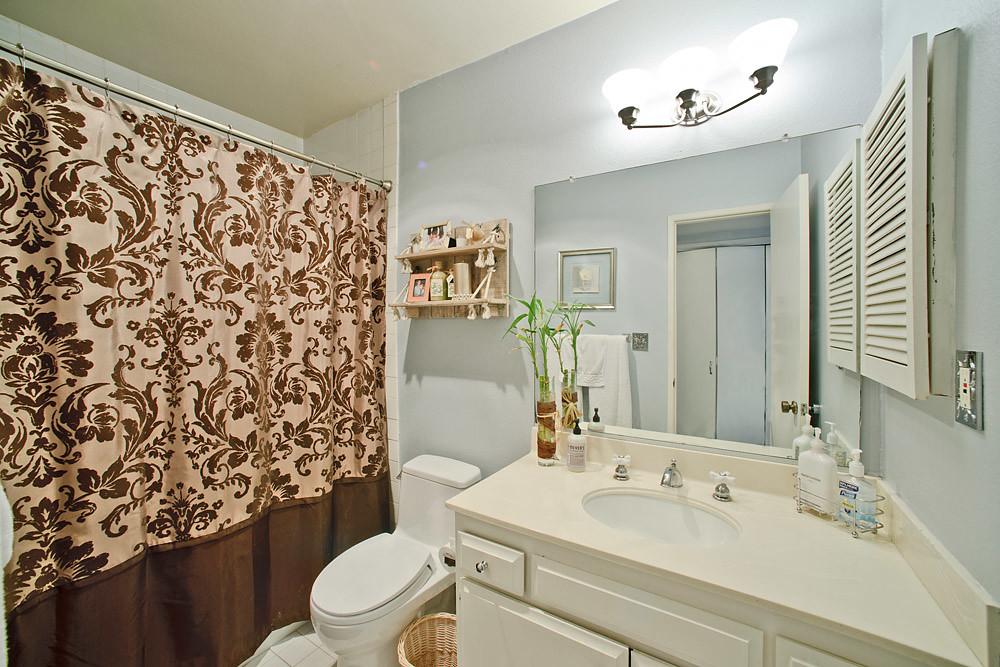 Brentwood Condo Bath
