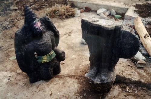 Moothoor_aka_statue