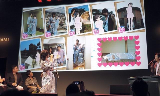 Yuuki (wearing Yukata) show many photos with Manaka!