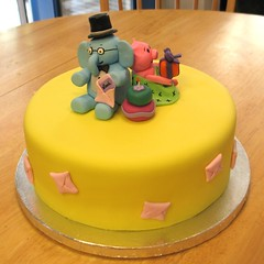 Elephant and Piggie cake