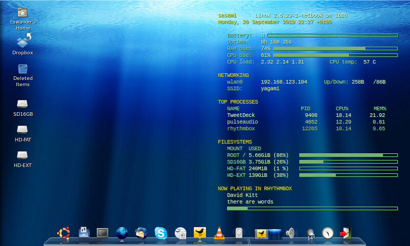 My Latest Eee 701 Eeebuntu V3 Desktop Tawalker Tags Linux Awn