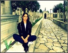 mezarlık. (Laura Roveri) Tags: laura girl turkey istanbul tourist ragazza cimitero turista roveri