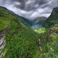 Geirangerfjorden (Mariusz Petelicki) Tags: norway clouds landscape norge fiord hdr krajobraz norwegia geirangerfiord skandynawia geirangerfjorden vertorama mariuszpetelicki