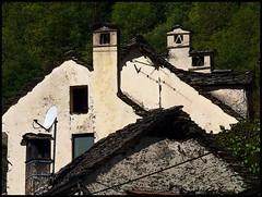 Cisore, Domodossola, panorama di tetti (emilius da atlantide) Tags: mountains alps case alpi montagna muri domodossola ossola valdossola mocogno baite bognanco alpipiemontesi emilius cisore