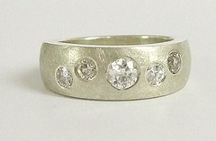Random set diamond ring