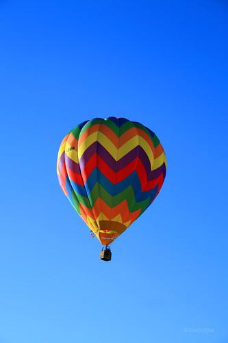 Coloratissima mongolfiera in volo a Ferrara Balloons Festival 2010