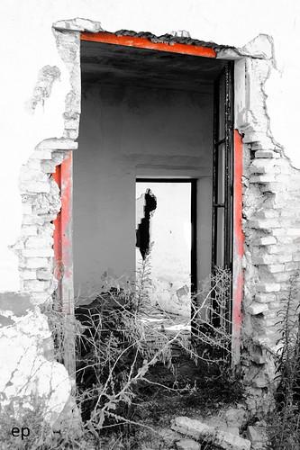 Hacienda en ruina, con algo de color