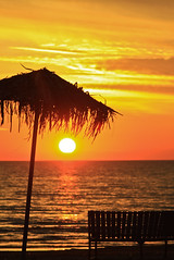 Sun going down on me [Explored] (Skapa2 (.. really away)) Tags: sunset sun beach umbrella bench thepowerofnow skapa2