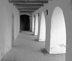 Deutschhaus in Sterzing B&W (mikiitaly) Tags: italy vipiteno sdtirol altoadige gewlbe sterzing schwarzweis deutschhaus eisacktal sailsevenseas valedisarco
