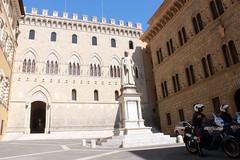 Piazza Salimbeni in Siena