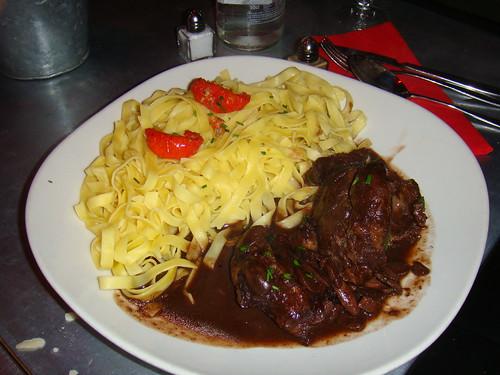 Carne de caza con  Tagliatelle y salsa de vino tinto