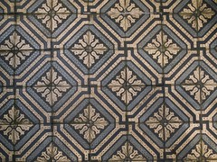 schicke boden fliesen! (spanier) Tags: blue yellow tile floor swastika tiles repetition hakenkreuz