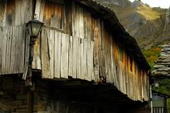 (t3mujin) Tags: wood old house mountain abandoned lamp spain village d90 peñalbadesantiago castilleandleón viaflickrqcom